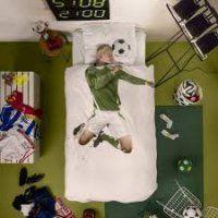 Waarom voetballertjes goed slapen! Voetballers, hop op tijd naar jullie bedje voor de match morgen! Met dit dekbed gaat dat geen enkel probleem meer zijn! Het Snurk Voetbal dekbedovertrek meet 140 op 200 cm. Het dekbedovertrek is van katoen gemaakt. De kussensloop is inbegrepen. http://www.exkidition.com/…/snurk-beddengoed-voetbal-…/20432