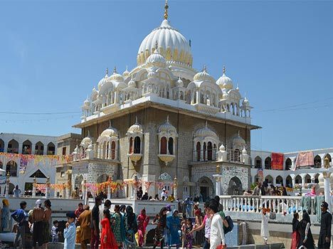 Sikh pilgrims bring memories of a past life to Hassanabdal. Read international news in Hindi. Stay tuned for pakistan,maharaja ranjit singh,india,punjab  news and other Hindi News at amarujala.com