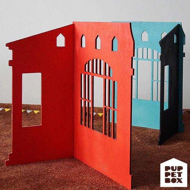 Одноэтажный дом для кукол ростом 22-30 см. Размеры В х Ш х Г -- 46 х 36 х 25 см. Домик разборный, надоел -- разобрали и положили в шкаф. Материал: фанера 6мм.