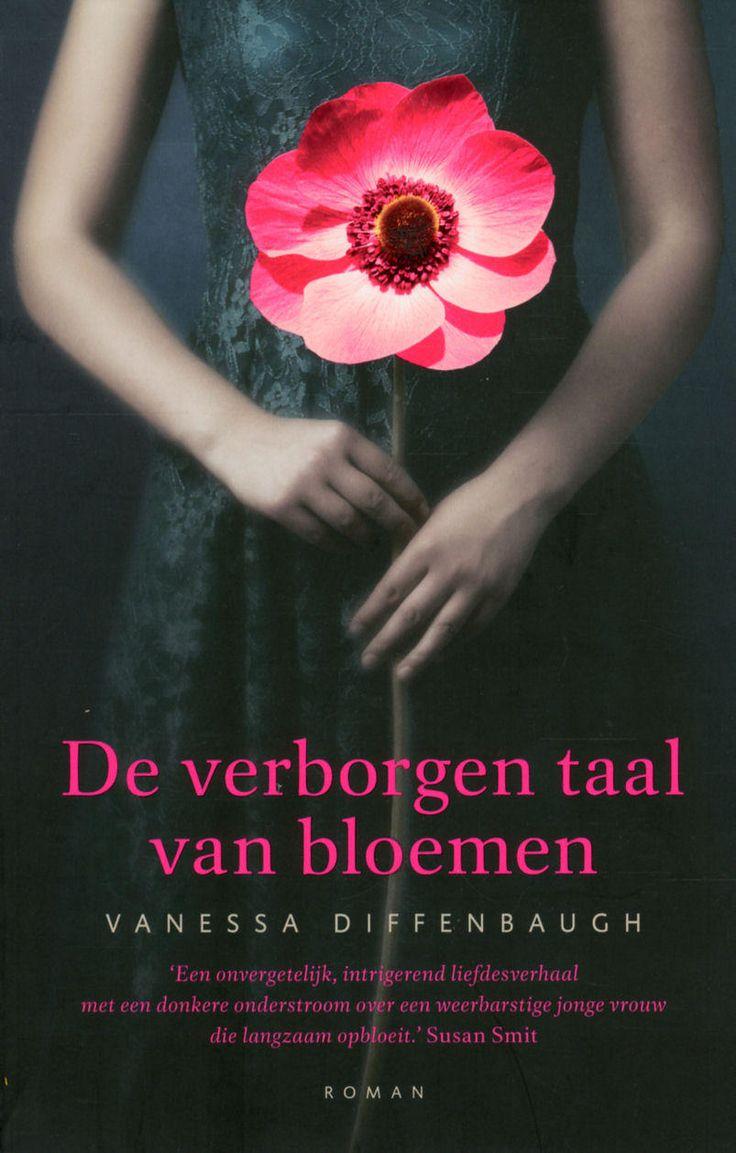 Boek*** Verborgen taal van bloemen, Vanessa Diffenbough. Het boek gaat over Victoria. Victoria is als baby door haar moeder weggegeven. Ongewenst. Door het gevoel ongewenst en niets waard te zijn heeft Victoria min of meer eigenmachtig de belangrijke relaties in haar leven om zeep geholpen. Ik was tot tranen geroerd!