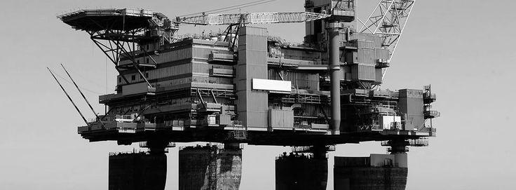 Offshore | Niet alleen exploitatie en winning van olie en gas, maar ook windenergie behoort tot de offshore industrie. Ridderflex & Plastics levert daarom een breed assortiment aan de offshore.  Producten die we aan de offshore industrie leveren, zijn onder andere slijtdelen, rubberstroken, fenders, PTFE platen, manchetten, glijstroken, metallieke afdichtingen, slangen, rubber pakkingen, afdichtingen en polyurethaan afdichtingen.