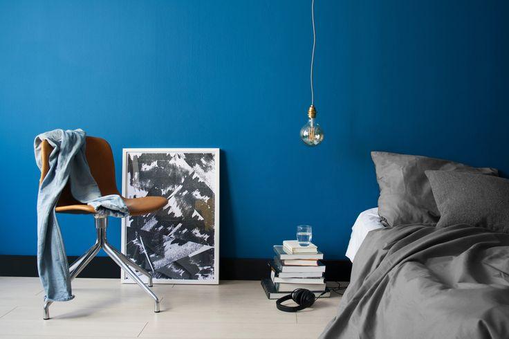 #fotoshoot met de kleur Myrthe. Start je eigen project en kies je duurzame kleur op fairf.nl #colour #fairf #bright #blue #orange #verf #art #paint #mengen #interieur #interior #design #duurzaam #room #styling #creations #DIY #decor #trend