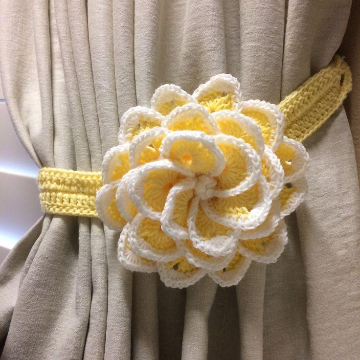 Crochet Curtain Tieback - light yellow flower / 1 pair by JinesCrafts on Etsy