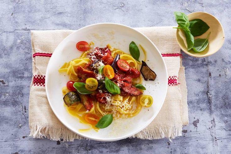 Een pasta die goed vult door de grote hoeveelheid gegrilde groenten.- Recept - Allerhande