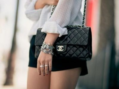 I love this bag. It's like one of those fashion heirlooms that mothers give to their daughters. Can't wait for mine.