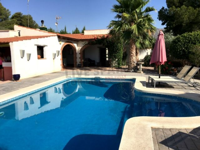 Reduced to 199999€. Lovely 5 bed house with bar and pool near Albatera, Costa Blanca South. Ref: Alba SP