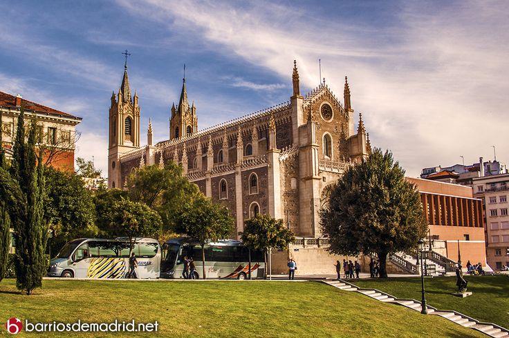 LOS JERÓNIMOS  Una de las iglesias más bonitas de Madrid. La Parroquia de San Jerónimo el Real, es un templo del siglo XVI situado en el centro de Madrid, en las proximidades del Museo del Prado. © www.barriosdemadrid.net #Madrid #LosJeronimos #Iglesia