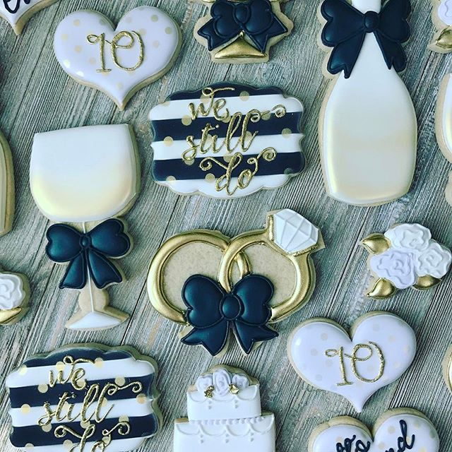 Cookies to celebrate a 10 year anniversary!  *design inspired by Sweetbaketique #anniversarycookies #westilldo #weddingcookies #customcookies #decoratedcookies #royalicing #cookiesofinstagram #petitetreatsbykelly