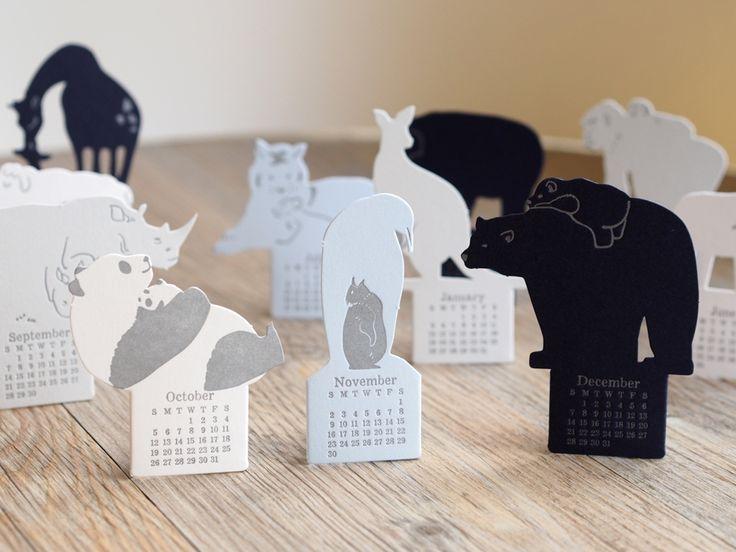 LETTERPRESS CALENDAR Arriva da Hong Kong il calendario ideato da Ditto Ditto. I mesi sono rappresentati su sagome di animali di carta. Sempre adulto e cucciolo insieme, dal panda al rinoceronte passando per il pinguino. Per un #calendario da compagnia. #design #arredamento