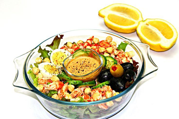 Salata cu crayfish-salata cu cozi de raci Adygio Kitchen. Reteta video de salata de crayfish sau cozi de raci preparata pas cu pas de Adygio Kitchen.