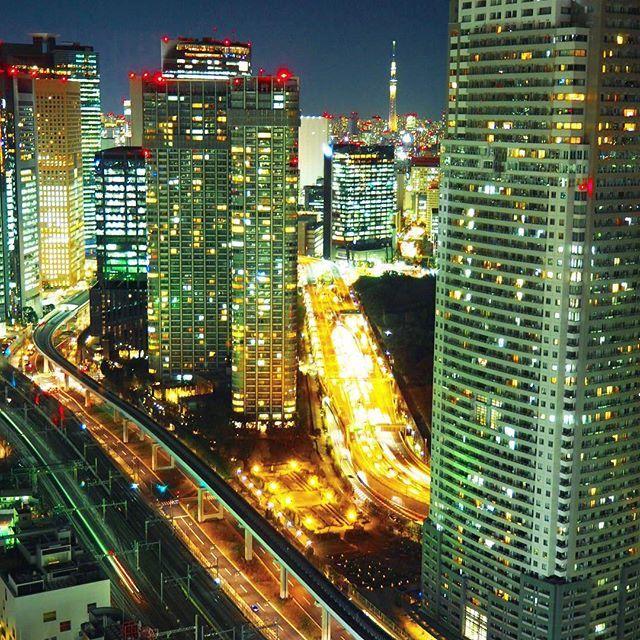 Instagram【naa40_0】さんの写真をピンしています。 《スカイツリーの上に飛行機✈️ * * #スカイツリー#夜景#夜空#空#オリンパス#カメラ女子#カメラ初心者#写真好きな人と繋がりたい#ファインダー越しの私の世界#olympus倶楽部#japan#tokyo#skytree#sky#nightview#highway#olympus#camera#omdem10#omdem10mkii#omd》