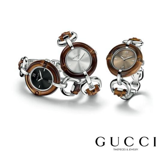 """""""Fondato a Firenze nel 1921, Gucci è apprezzato in tutto il mondo per la sua leadership nel settore della moda e del lusso, per l'artigianalità tipicamente italiana e la qualità dei prodotti esclusivi venduti attraverso una selezionata rete di negozi. Nel 2002 Gucci è stato uno dei primi marchi di lusso a sviluppare l'attività online, tramite il sito www.gucci.com.""""..."""