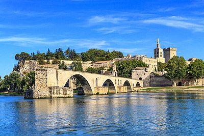 La Cité des Papes, classée au patrimoine mondial de l'Unesco.  #avignon #tourisme #provence #vacances #culture #voyages #pont