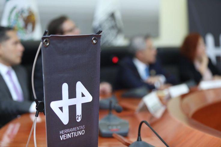 Impulsa Gobierno CDMX preparación profesional de jóvenes con herramienta autodidacta H21