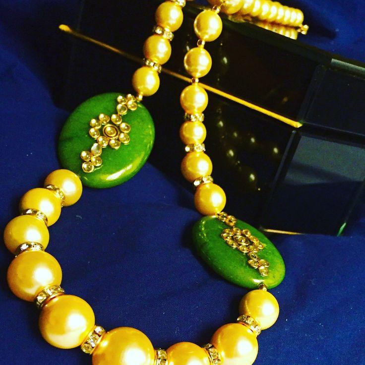 Pearl collection#indian #mustardyellow #pearls #jades #necklace #woman jewelry #50% off  mosterd geel Indiase parel sieraden met groene jades moeders gaven. handgemaakte sieraden maatwerk kan worden genomen горчично-желтый индийский жемчужные украшения