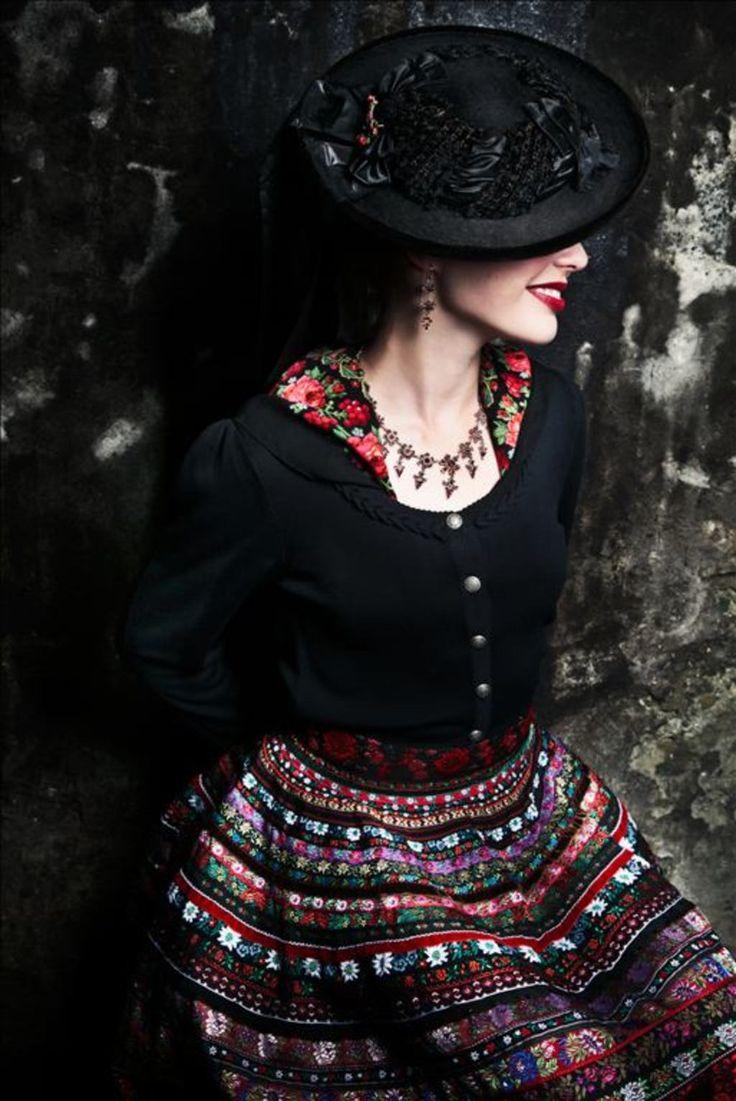 Lena Hoschek - Trachtenfoto