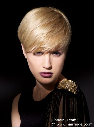 Short and sweet for every day. This light and easy to wear short haircut places the focus on the fringe and with that accentuates her eyes. Smooth roundness and precise cut sides are just as essential as the graduated sensual neckline and a golden blonde is the perfect match with its precious shine. Gentle highlights illuminate the look for more depth and the styling makes sure that a few strands are directed against the stream for a modern and energetic flow.