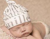 """Cappello di nome personalizzato bambino. Organico """"Danville"""" annodato Beanie Baby. Berretto di cotone biologico. Benvenuti a casa vestito. Cappello neonato."""