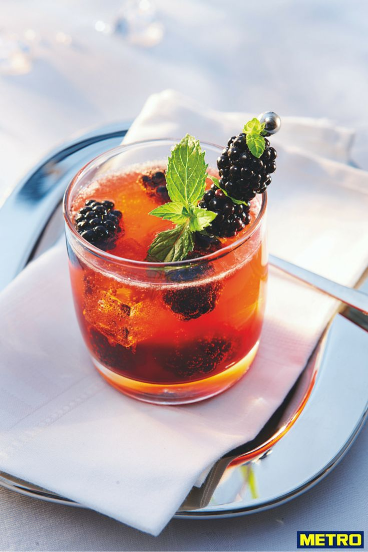 Spiritueux et cocktails sont de plus en plus tendance et permettent une offre différenciante au sein de vos établissements.  Nous proposons la réalisation de cocktails en moins de 20 secondes avec 3 ingrédients maximum.