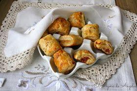 Tan fáciles de comer,tan fáciles de hacer, tan socorridos y tan bien recibidos en el aperitivo.       Ingredientes   Dos planchas de hoj...
