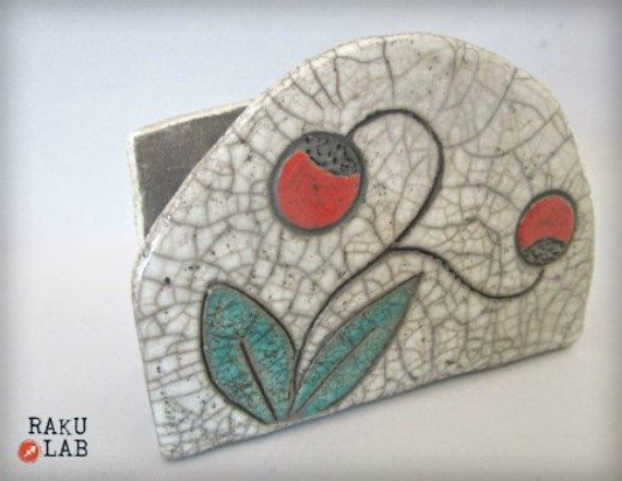 Ehi, ho trovato questa fantastica inserzione di Etsy su https://www.etsy.com/it/listing/277797604/portatovaglioli-in-ceramica-raku-ooak