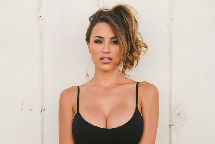 Ana Cheri - The Californian Glamour model http://www.via0.com/2017/11/ana-cheri-californian-glamour-model.html   Ana Cheri is a California born Glamour model. Well not just a model she is also an actress an anchor and a fitness enthusiast.  Ana is an Instagram sensation with more than 10 million followers. Her dark-brown eyes her Irresistible bod brunette hair is something which makes her stand out of the crowd in even millions of other models. Ana Cheri is a brand ambassador for Shredz and…
