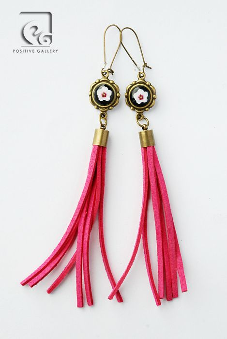 Long earrings. Graphic by POSITIVE GALLERY