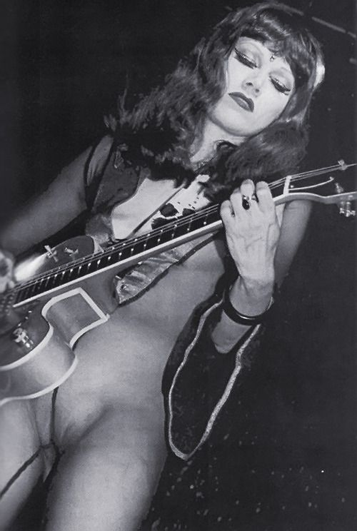 I guess it doesn't really matter if The Cramps' Poison Ivy was a great guitarist or not ... she has attitude to spare.