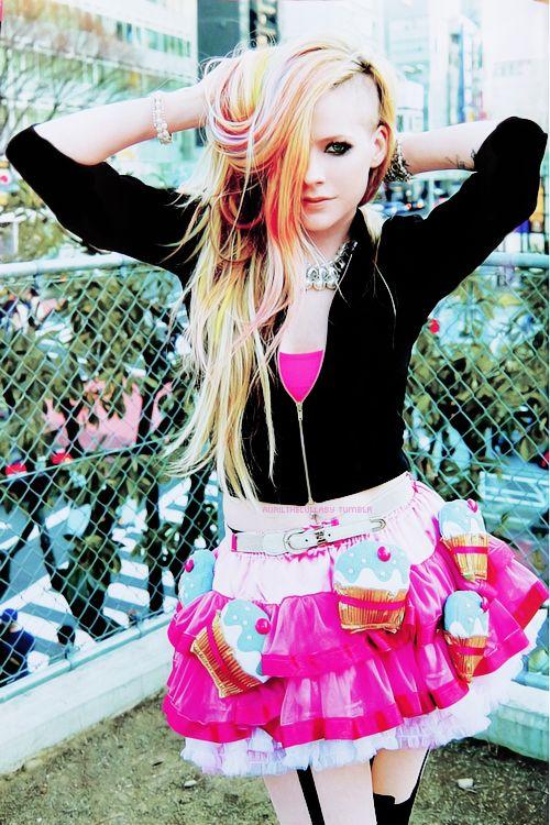 Hello Kitty Photoshoot - HelloKittyShoot01 - Abbey-Images.com Gallery Of Avril Lavigne