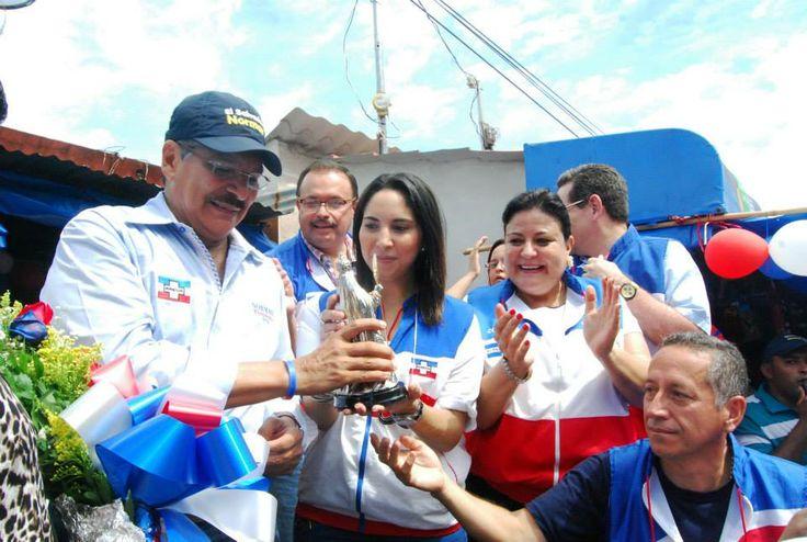 Norman Quijano futuro presidente de El Salvador visitando Ahuachapán.
