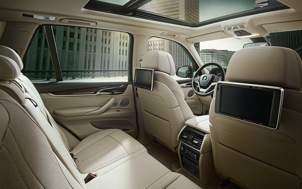 BMW X5 Has a Large Size Cabin Interior