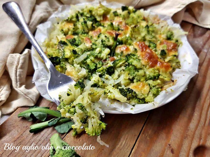 Il pasticcio di patate e broccoli è un piatto particolarmente semplice da fare, molto gustoso e ricco di sapore dal cuore filante molto invitante