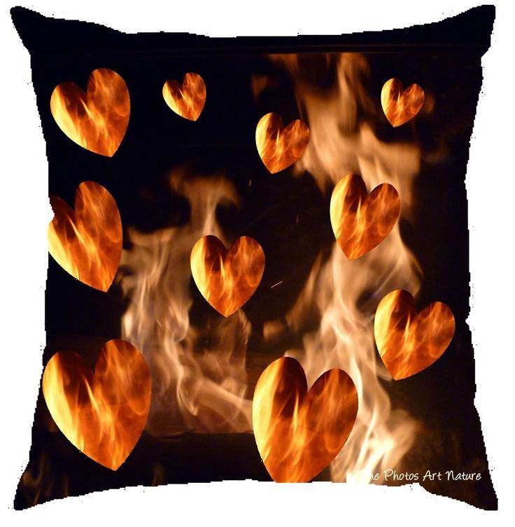 """Coussin décoration """"Coeurs de flammes"""" 40x40cm"""