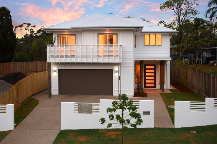 Brisbane renovation with Scyon Linea weatherboard breathes new life in to this lovely 2 storey home #scyon #linea #home #renovation #house #exterior #cladding #weatherboard