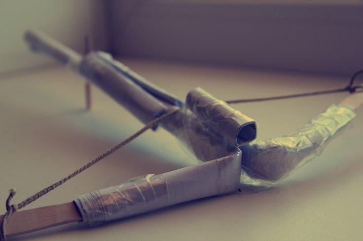 Арбалет своими руками из бумаги   Crossbow with their hands out of paper