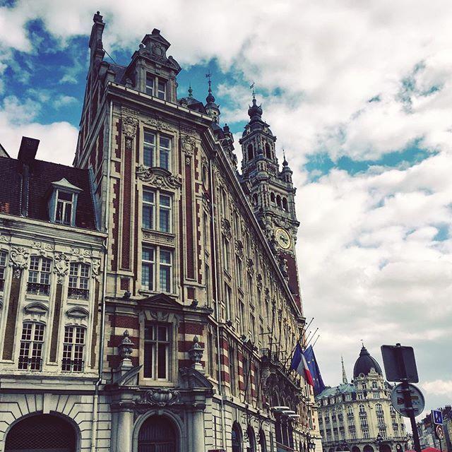 Bon dimanche ~ retour sur mon séjour à Lille #Lille #lilletourism #lillemetropole #loos #igersNord #nordpasdecalaistourisme #igerslille #hautdefrance #hautdefrancetourisme #nordpasdecalais #npdc #tourisme #architecture #vieuxlille #visitfrance #igersfrance #toplillephoto #lille_focus_on #norddecouverte #igersfrance #pixalille #beffroi #grandeplace #grandplacelille #igersfrance