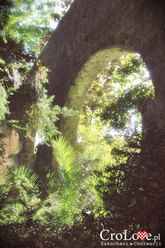 Akwedukt doprowadzający wodę do fontanny w Arboretum Trsteno || http://crolove.pl/arboretum-w-trsteno/ || #Arboretum #Trsteno #Croatia #Chorwacja #Hrvatska #Garden #Travel #Summer