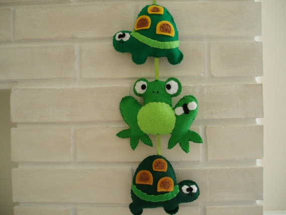 woodland turtle and frog felt garland, nursery wall art, baby shower gift, boys nursery art, green turtle, frog