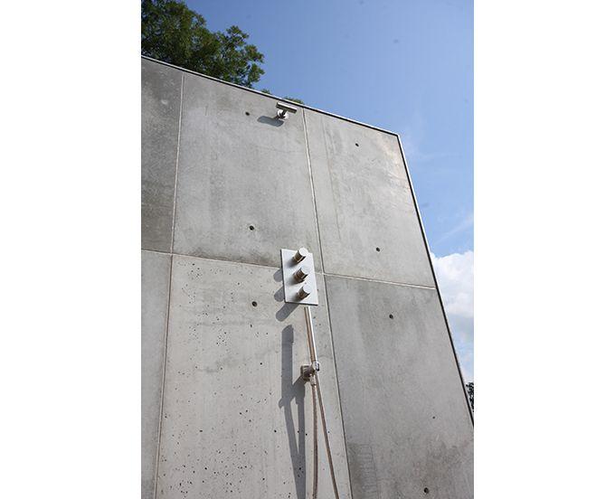 creeer je eigen buitendouche met beton wandpanelen | BETONLOODS.NL