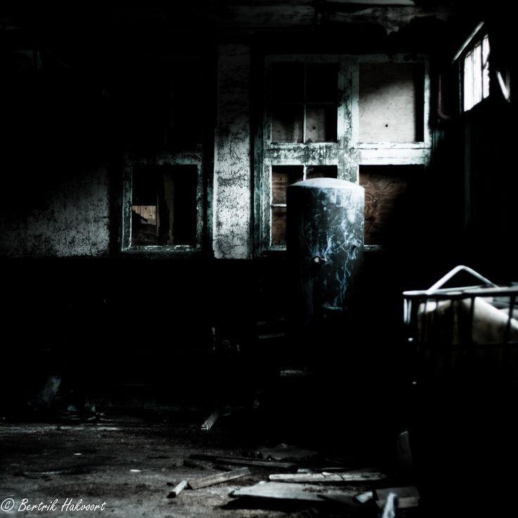 Mooi binnenvallend licht in een oude werkplaats