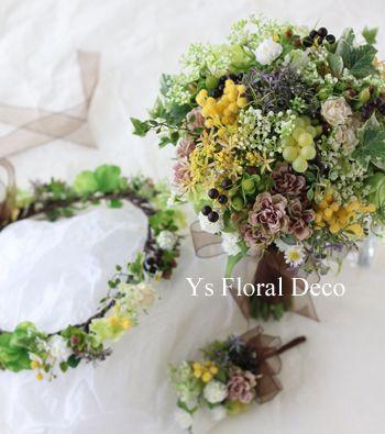 本日ヒルトン東京さんで挙式ご披露宴の新婦さんのためにお作りさせていただいたお色直し用クラッチブーケ・花冠・ブートニアです。アーティフィシャルフラワーでの作...