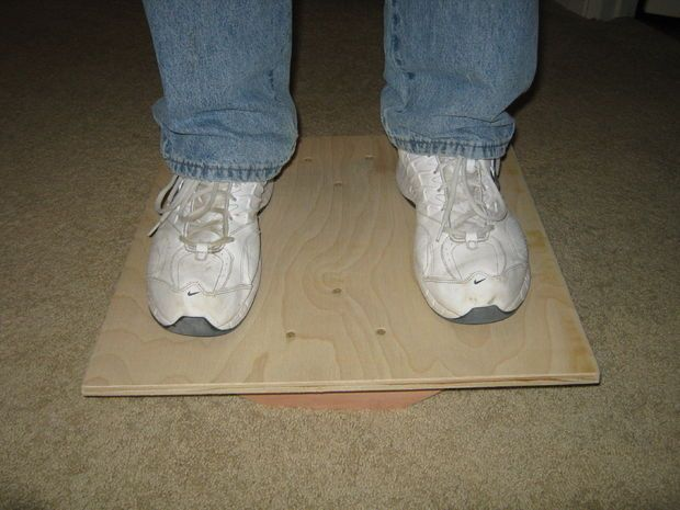 Una Balance Board o tabla de equilibrio es una forma ideal de mejorar el equilibrio y fortalecer los músculos. Además, a los niños les encanta y les ayuda a desarrollar las habilidades motoras.