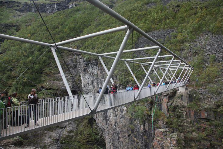 PEDESTRIAN BRIDGE SABETJOHK
