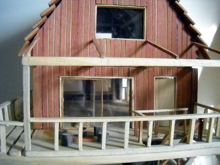 Casa grande. Fabricada con maderas recicladas de pino y roble. Precio: $ 45.000