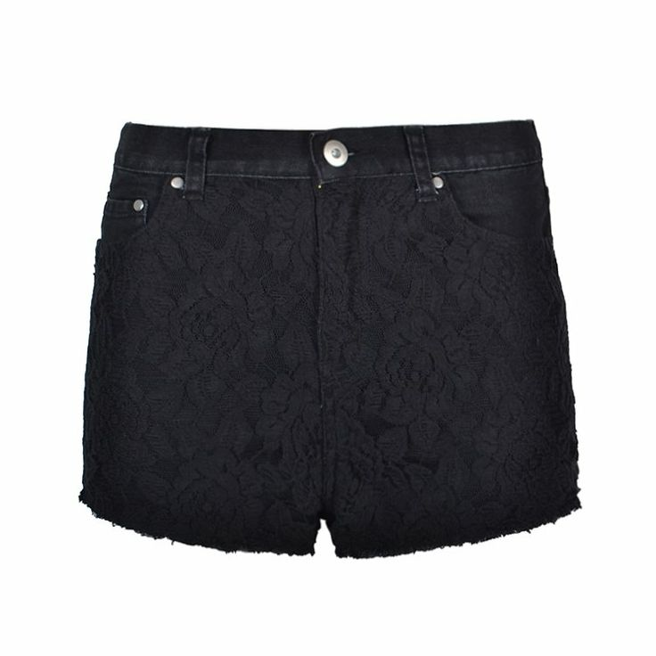 Highwaisted shorts featuring a lace
