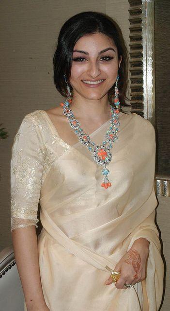 Soha in gold saree #saree #sari #blouse #indian #outfit #shaadi #bridal #fashion #style #desi #designer #wedding #gorgeous #beautiful