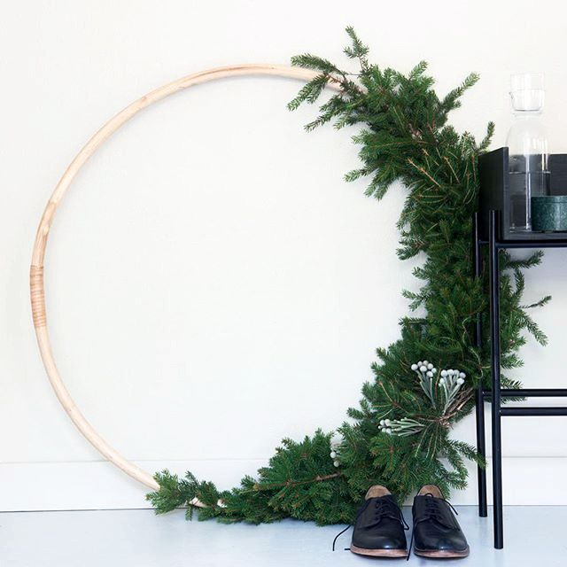 Too early? Maybe? But I couldn't resist sharing this lovely #Christmas idea. I noticed all these beautiful holiday #wreaths last year on my Pinterest feed and honestly I'm a huge fan of #fir arrangements. I simply believe that there's no #christmasdecoration more classic and charming than #firdecoration. If you're interested in a little #chrismasinspiration feel free to check out my #Pinterest on https://www.pinterest.com/levaochbo/very-merry/ Photo by @boligpluss --> instructions can be…