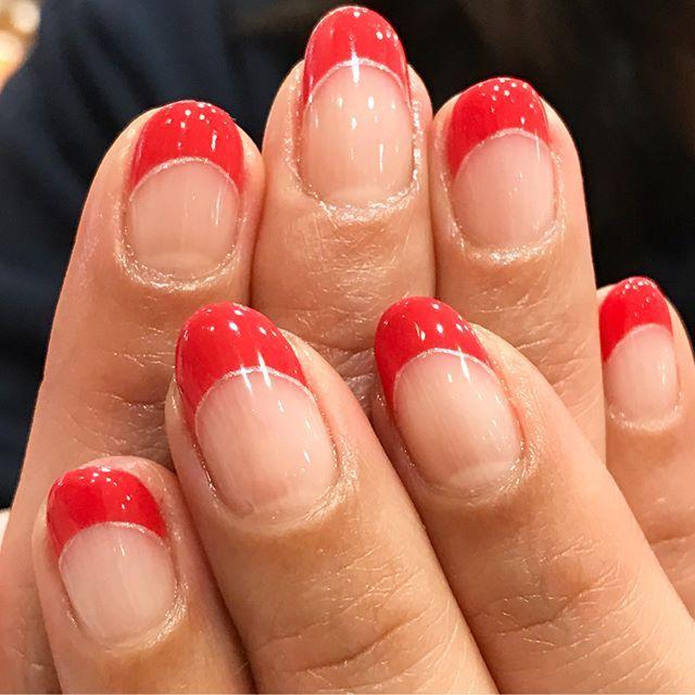 フレンチネイル💅 赤より少し明るめな... @nailparfaitgel  トマットゥを使いました🤗 春らしいcolorですね🙌 フレンチネイルは私も大好きです😍👏 #nailparfaitgel#nailparfait#nails#nailstaglam#instanailart#nail#nailart#naildesing#frenchnails#red#gelnail#gelnailart#ネイルパフェジェル#ネイルパフェ#フレンチネイル#ネイルデザイン#春ネイル#シンプルネイル#オフィスネイル#ショートネイル#セルフネイル#ラメ#美甲