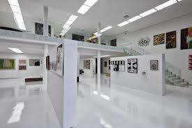 Google Image Result for http://creativehomeidea.com/wp-content/uploads/2011/07/Art-collections-in-white-gallery-of-JE-house.jpg