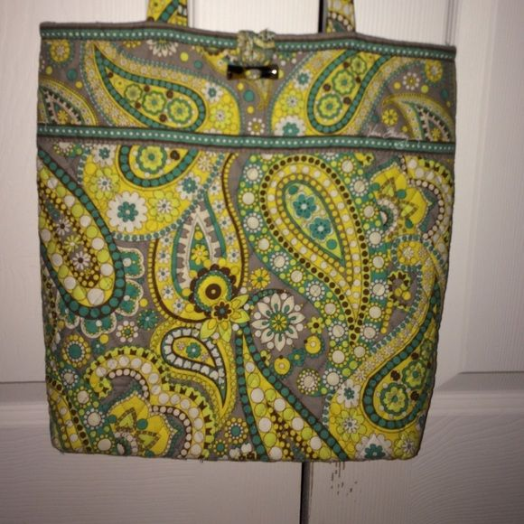 Vera Bradley tote bag Vera Bradley tote bag, used few times, great condition Vera Bradley Bags Totes
